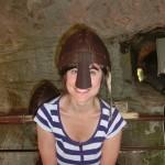 Desi mit Helm