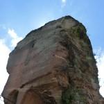 Fels mit handgeschlagener Treppe im Innern